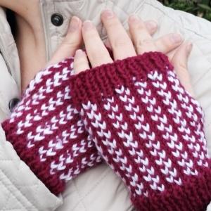 Two Hearts Handwarmers Pattern